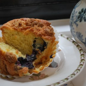 Lemon &amp; Blueberry Cupcakes with Almond Streusel Topping